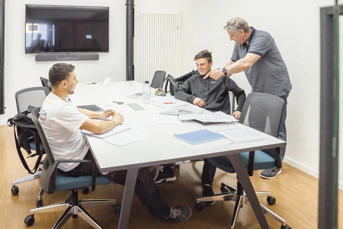 Azubi Lehrunterweisung - Dachdeckermeister Claus Dittrich GmbH & Co. KG